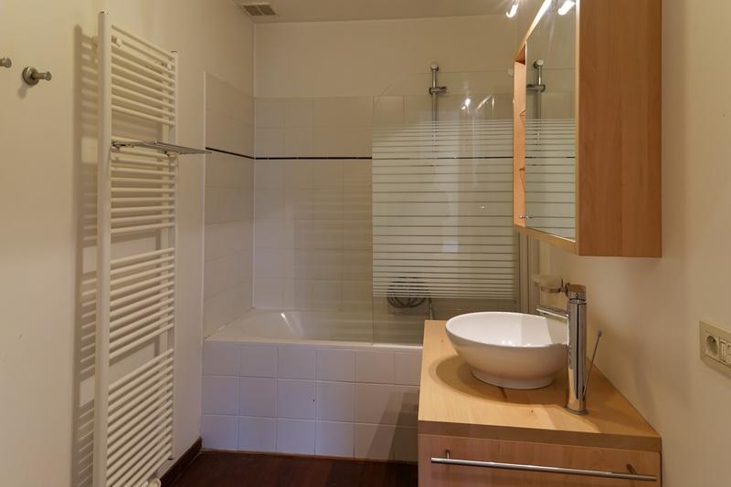 23G - Bathroom 2